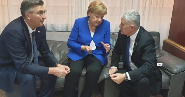 ČOVIĆ SA MERKELOVOM U ZAGREBU: Evropski i NATO put BiH nema alternativu