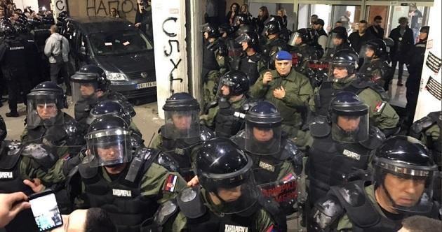 HAPŠENJA TOKOM PROTESTA U BEOGRADU: Privedeno 18 osoba, šest u pritvoru zbog nasilnog ponašanja!